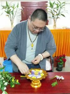 花与禅学的美丽邂逅!明教寺举办佛前供花公益培训
